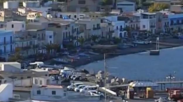 rissa migranti lipari, Messina, Cronaca