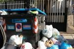 Emergenza rifiuti a Palermo, cassonetti stracolmi in via Erice a Borgo Nuovo