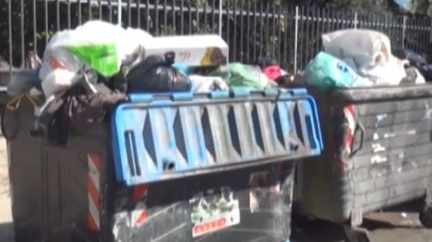 Operatori ecologici in assemblea, Palermo invasa dai rifiuti