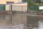 Forte vento e pioggia all'alba, le strade allagate a Palermo - Video