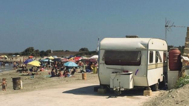Abusivi in spiaggia a Trapani, Trapani, Cronaca
