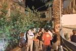 Attentato al pub di Siracusa, esame dei filmati per individuare gli autori