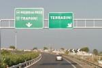 Si scontra con un furgone a Terrasini, si fa curare e dopo fugge
