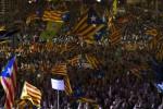 Catalogna, cresce la tensione sul referendum: spari sui seggi, feriti lievi