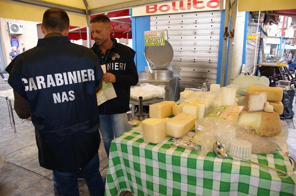 Teneva 4 kg di hashish in casa: un arresto a Palermo