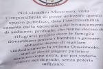 La villetta è frequentata dai migranti e un'associazione la chiude con le catene a Messina