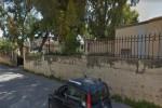 Folla nei centri vaccinazione, a Palermo operatori minacciati con un bastone