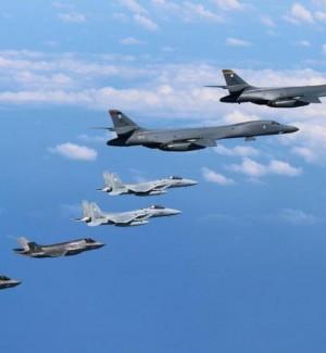 """Caccia Usa in volo sul confine nordcoreano, l'ira di Pyongyang: """"Lancio razzo inevitabile"""""""