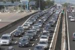 Viaggi di lavoro o vacanza, gli italiani scelgono l'auto