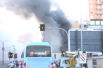Deposito di gomme in fiamme a Palermo, colonna di fumo invade corso dei Mille - Video