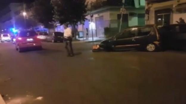 Scontro nella notte a Palermo: coinvolte 7 auto, tre feriti - Video