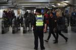 Attacco alla metro di Londra, c'è un secondo arrestato: è un 21enne