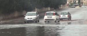 Pioggia e forte vento, caos a Palermo: strade allagate e alberi caduti