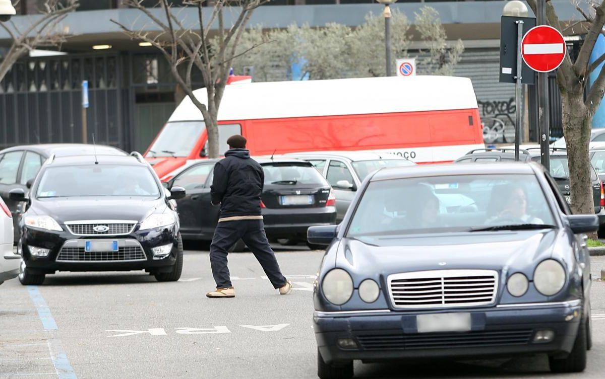 Caserta, operazione contro i parcheggiatori abusivi: 11 daspo