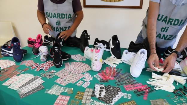 guardia di finanza catania, prodotti contraffatti, Catania, Cronaca