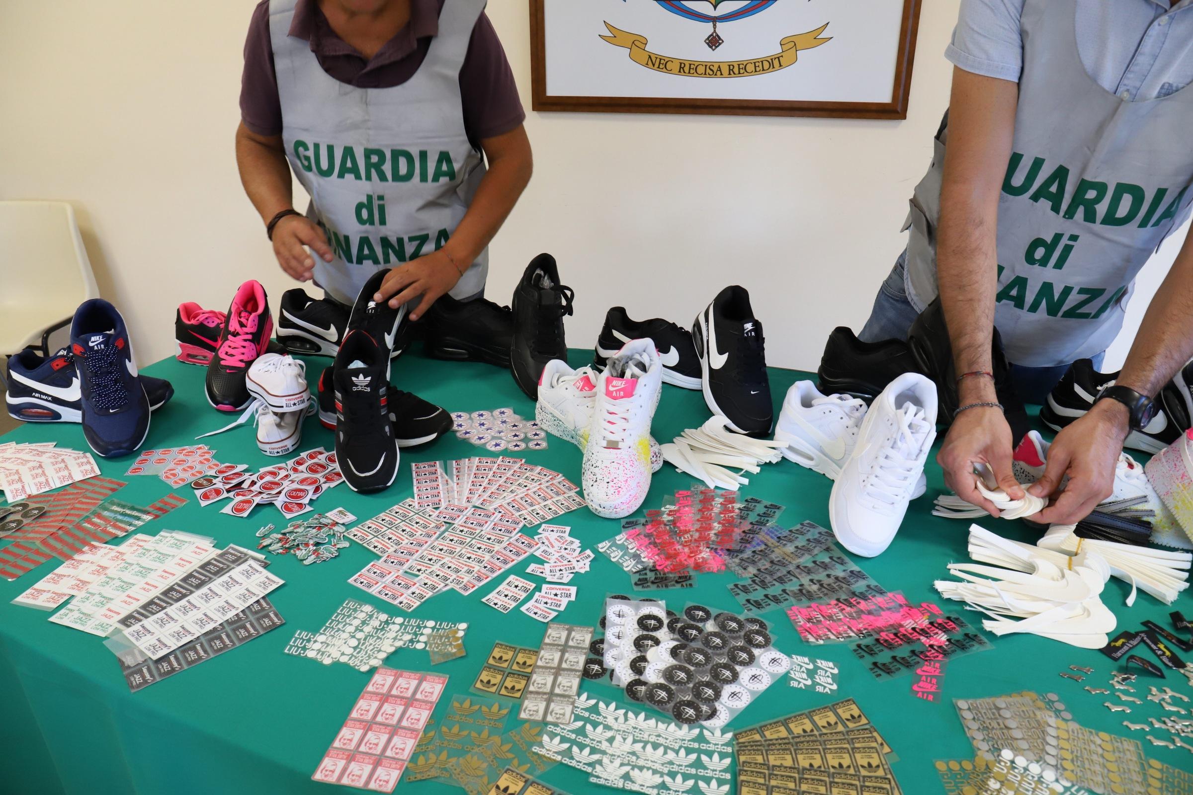 Catania: contraffazione, sequestrati più di 22 mila prodotti