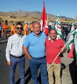 Protesta contro i licenziamenti, gli operai bloccano la statale Palermo-Agrigento