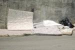 Caltanissetta invasa dai rifiuti ingombranti: è emergenza