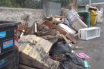 Palermo, ingombranti e cumuli di rifiuti nelle zone di via Oreto e via Villagrazia