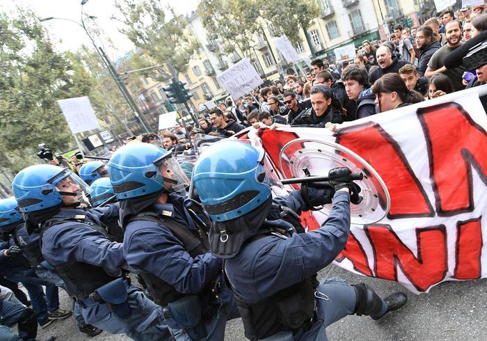 G7, tre giorni di proteste contro il summit di Venaria