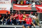 In coda dall'alba ai cancelli: tifosi siciliani sugli spalti a Monza per la Ferrari - Foto