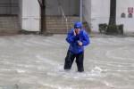 Florida, donna partorisce in casa mentre infuria l'uragano Irma