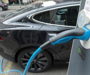 Slovenia, dal 2030 stop ad auto benzina o diesel
