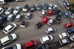 Piazza San Michele, auto in terza fila bloccano il traffico ogni giorno (Foto inviata da Francesco Dragotta)