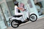 Al via a Milano servizio scooter sharing elettrico e leggero