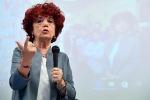 """Bullismo e video con insulti a un docente, il ministro: """"I colpevoli vanno bocciati"""""""