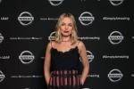 L'attrice Margot Robbie, Electric Vehicle Ambassador per Nissan