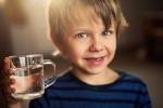 Bimbi e tosse, ne soffrono il doppio se bevono troppo poco