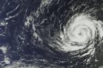L'uragano Ophelia visto dai satelliti, potrebbe rafforzarsi