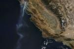 Incendi in California, la scia di fumo vista dallo spazio