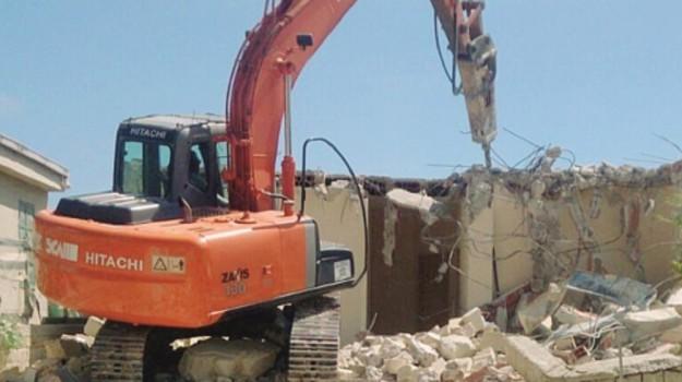 """Il M5S: """"Abbattere le costruzioni abusive a Siracusa"""""""