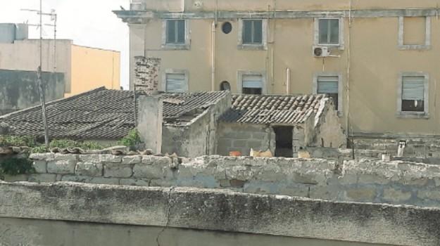 amianto, monumenti trapani, Palazzo Lucatelli, Trapani, Cronaca