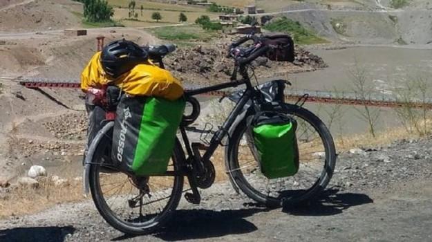 caserta, giro del mondo in bici, Sicilia, Cronaca