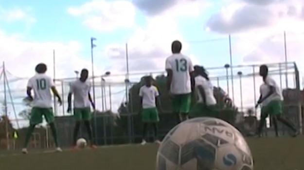 Al Ribolla il primo allenamento per la squadra formata da migranti