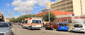 Palermo, donna perde l'equilibrio e precipita dal secondo piano: è grave