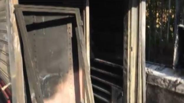 Incendio a Palermo, edicola data alle fiamme