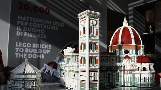 A 17 anni costruisce la cattedrale di Firenze con 20 mila mattoncini Lego: le foto