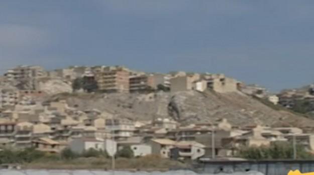 Abusivismo, ostruite le demolizioni a Palma di Montechiaro: indagato il sindaco