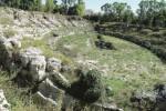 Erbacce e rifiuti nell'Anfiteatro Romano di Siracusa