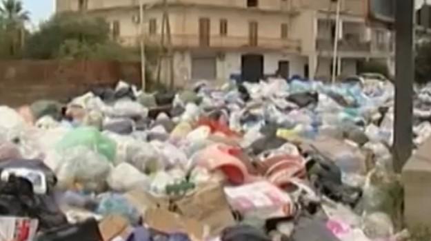 Niente fondi per il noleggio dei mezzi, si ferma la raccolta dei rifiuti a Partinico