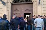 Abusivi in via Pisani a Palermo, il comitato Prendocasa blocca lo sgombero