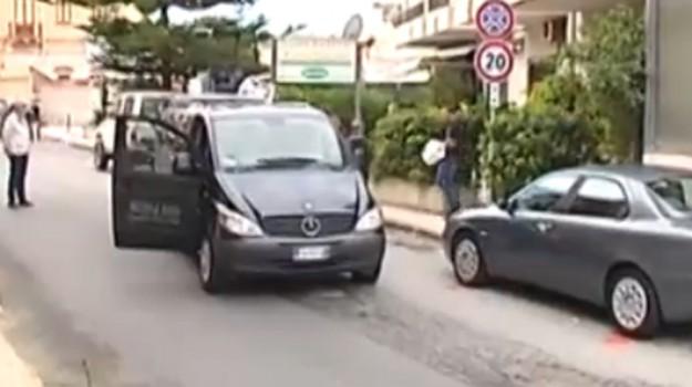 Travolta e uccisa dal carico sporgente di un camion, tragedia nel Messinese