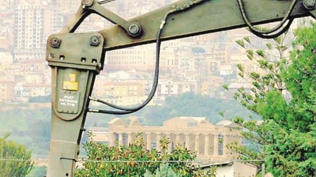 Abusivismo edilizio in Sicilia, condono all'Ars: una norma può salvare migliaia di case fuorilegge