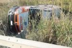 Ambulanza sbanda a Favara e finisce in una scarpata
