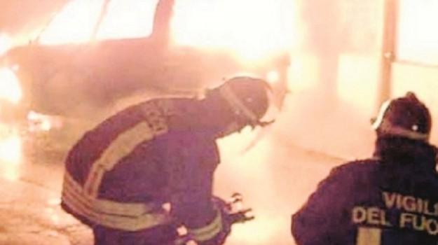 auto in fiamme a Realmonte, Agrigento, Cronaca
