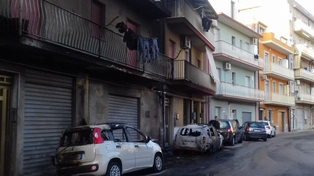 a gela, incendiata auto, enrico vella, Rosario Crocetta, Caltanissetta, Cronaca